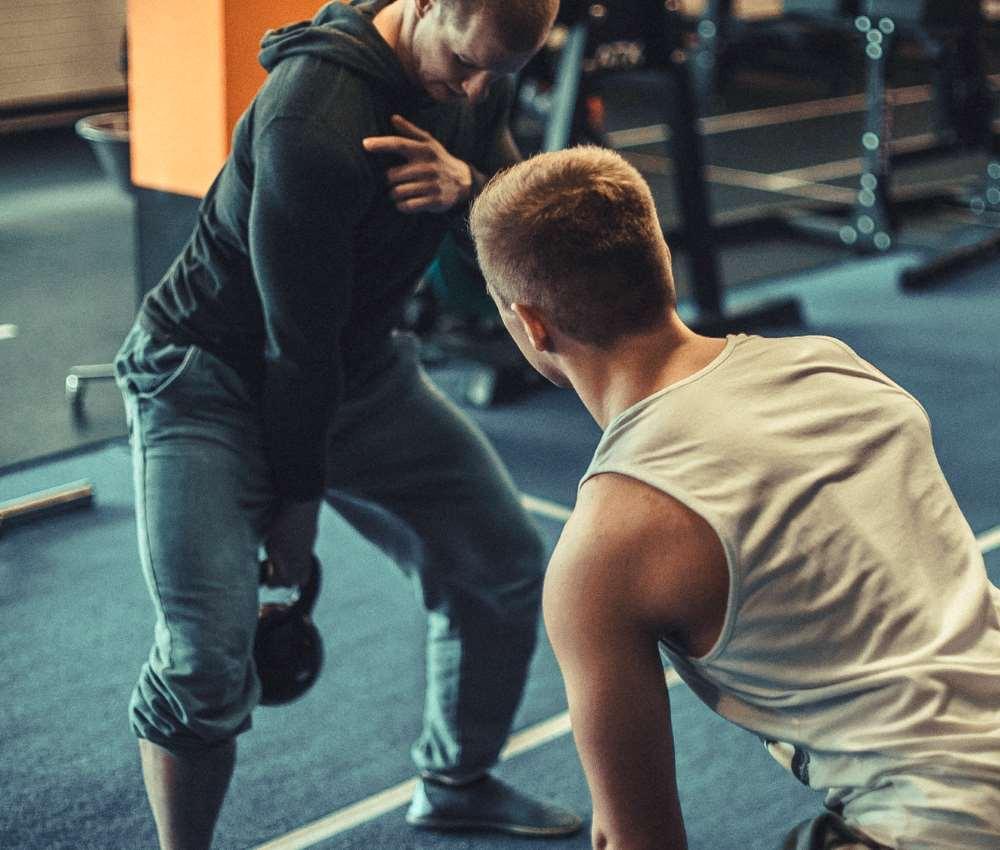 Oberkörper und Rumpf Bankdrücken Overhead Press Klimmzug Rudern Schulterblatt Kraft- und Gesundheitstrainer Strength First