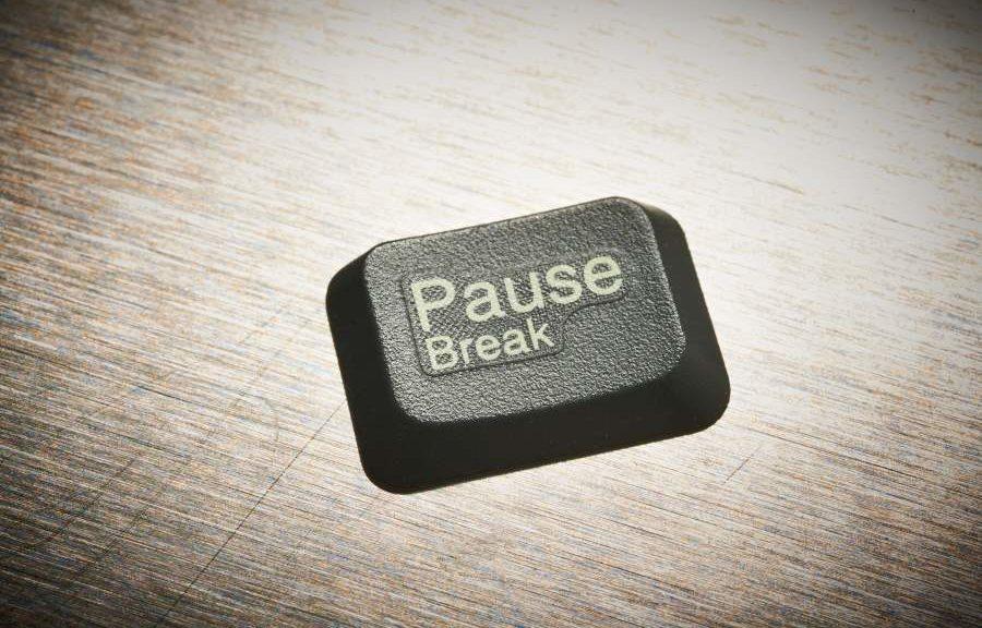 Pause Ruhe zu viel Stress und Burnout der Pauseknopf