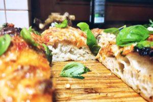 "DIE PERFEKTE ""BLECH""-PIZZA (""Sizilianische Nonna Style Pan Pizza"")"