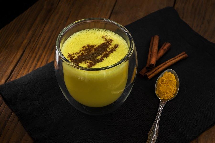 Kurkuma Latte Goldene Milch einfaches Rezept